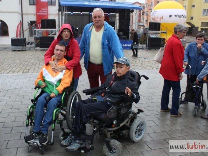 Wspólna zabawa na Dniach Godności Osób Niepełnosprawnych