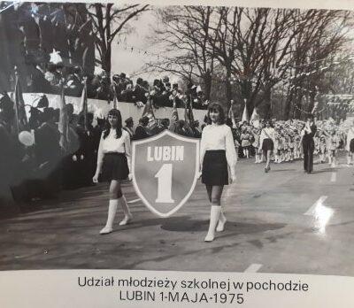 Udział młodzieży szkolnej w pochodzie rok 1975