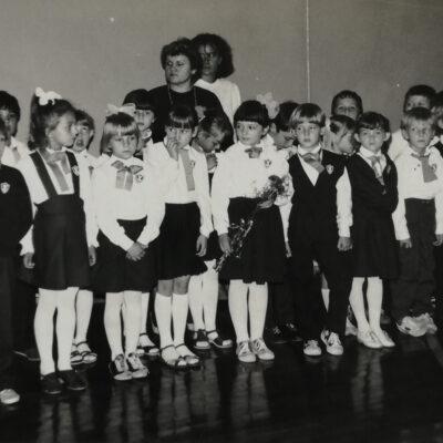 Kl. Ia rok szkolny 1987-1988-pasowanie na ucznia, wych. Jadwiga Kaleta
